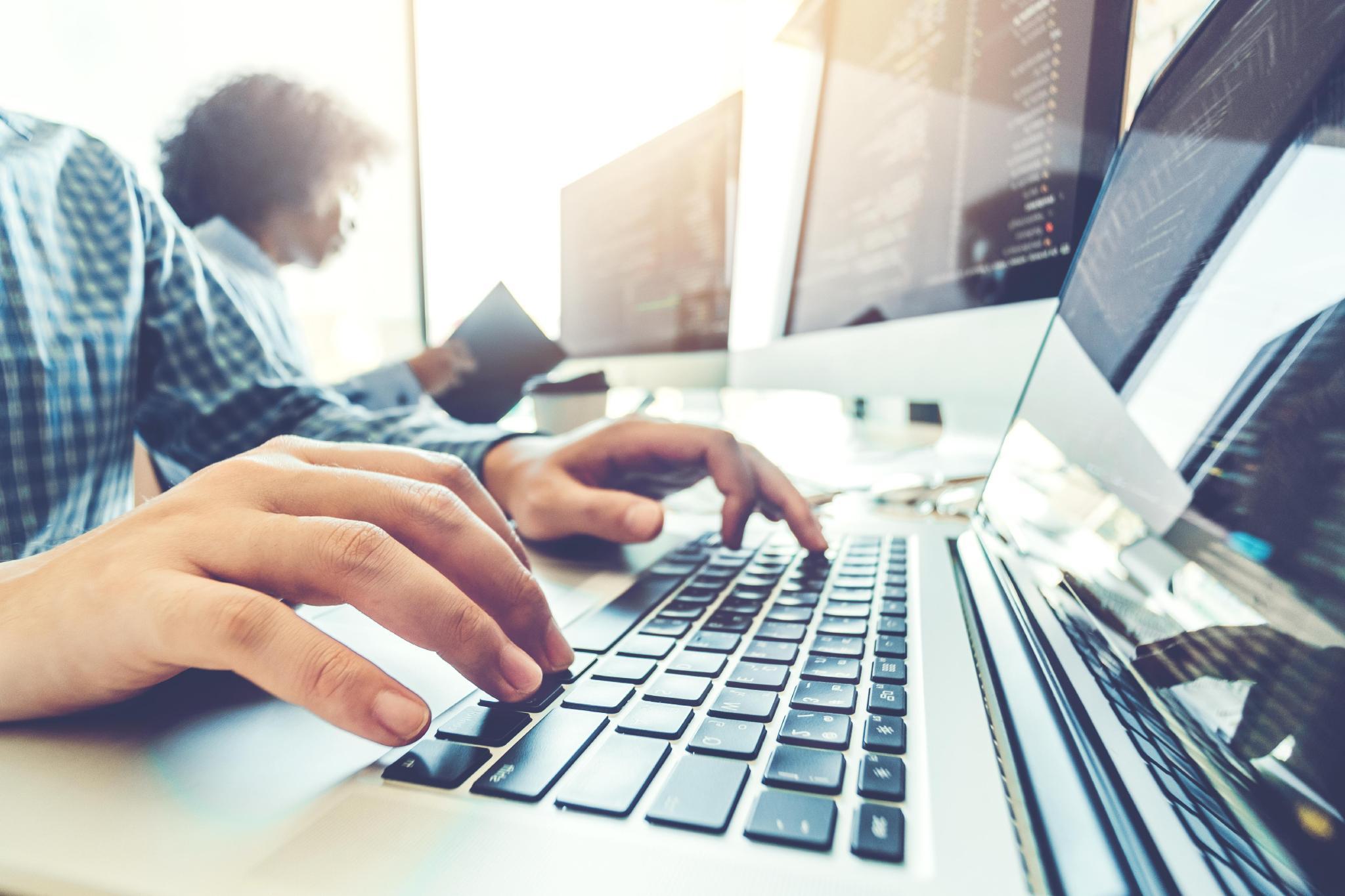 Imagem sobre Podcast Ligados na Indústria Tecnologia e Inovação aborda crescimento de TIC no país