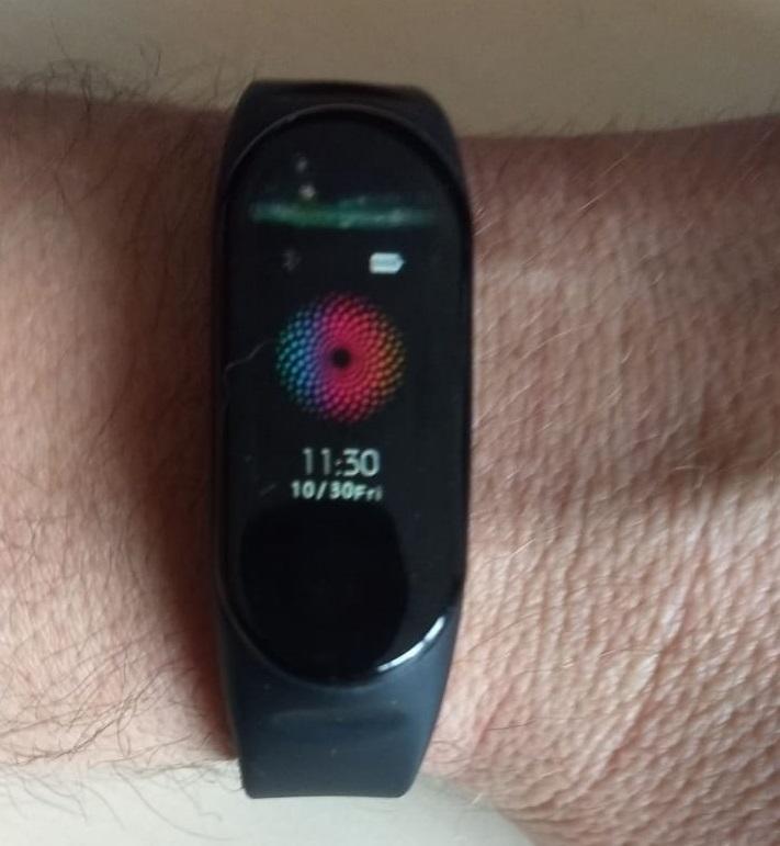 Imagem sobre Pulseira inteligente vai monitorar saúde de colaboradores das indústrias